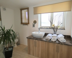 Rialto Apartments - Sewerby Shower Room